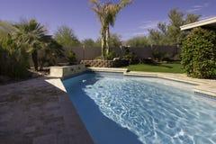 Piscina y patio de la mansión de Arizona Imagen de archivo