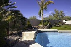 Piscina y patio de la mansión de Arizona Foto de archivo libre de regalías