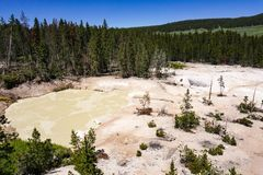 Piscinas de los volcanes del fango, parque nacional de Yellowstone fotografía de archivo libre de regalías