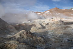 Piscinas del ácido sulfúrico en Altiplano de Bolivia fotografía de archivo