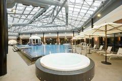Piscinas en un hotel del balneario Foto de archivo libre de regalías