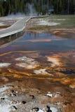 Piscinas termales del azufre de las aguas termales en el parque nacional de Yellowstone Foto de archivo libre de regalías