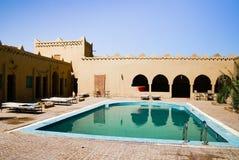 Piscine à l'hôtel du Maroc images stock