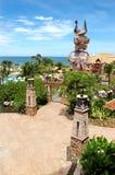 Piscine à la plage de l'hôtel populaire Image stock