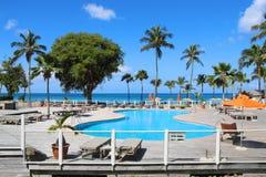 Piscine à la station de vacances, Guadeloupe image stock