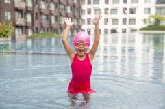Piscine asiatique heureuse d'amour de fille Photo stock