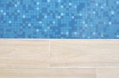 Piscine avec de l'eau bleu mobile Photographie stock libre de droits