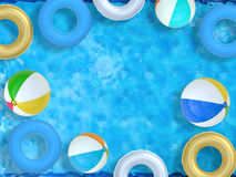 Piscine avec des jouets Image stock