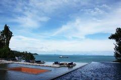 Piscine avec la vue de mer photos libres de droits