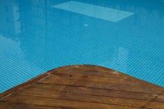 Piscine avec le vieux plancher en bois Photographie stock libre de droits