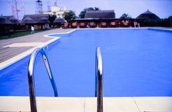 Piscine bleue   Image stock