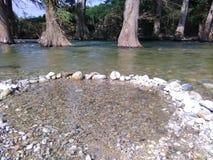 Piscine claire de rivière de l'eau Photo libre de droits