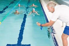 Piscine - concurrence de formation de nageur images libres de droits