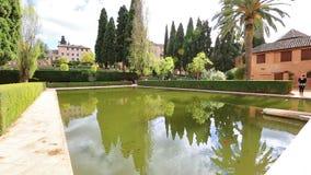 Piscine d'Alhambra de Granada banque de vidéos