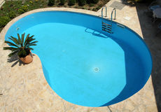 Piscine d'eau à la maison de natation Image libre de droits