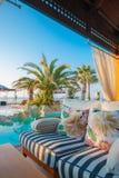Piscine d'hôtel de luxe Photographie stock libre de droits