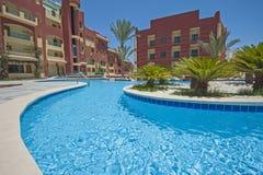 Piscine dans la station de vacances tropicale de luxe d'hôtel Images stock