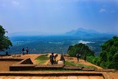 Piscine dans le complexe royal de palais de jardin sur le dessus de la roche ou du Lion Rock de Sigiriya près de Dambulla dans Sr Photographie stock libre de droits