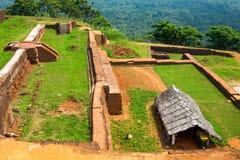 Piscine dans le complexe royal de palais de jardin sur le dessus de la roche ou du Lion Rock de Sigiriya près de Dambulla dans Sr image stock
