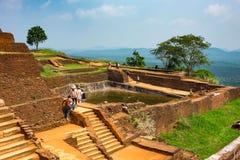 Piscine dans le complexe royal de palais de jardin sur le dessus de la roche ou du Lion Rock de Sigiriya près de Dambulla dans Sr Photos libres de droits