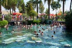 Piscine dans un Hierapolis, station de vacances de Pamukkale, Turquie  Images stock