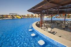 Piscine dans une station de vacances tropicale de luxe d'hôtel Image libre de droits