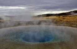 Piscine de Geysir et site géothermique de Geysir, Islande Photos stock