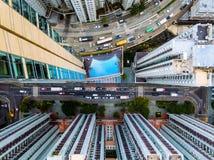 Piscine de Hong Kong de vue de bourdon entre de hauts bâtiments Image libre de droits