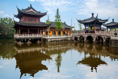 Piscine de libération de temple de Zhenjiang Jiashan Dinghui Photographie stock libre de droits