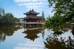 Piscine de libération de temple de Zhenjiang Jiashan Dinghui Photos stock