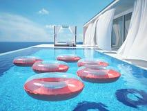 Piscine de luxe avec des swimmrings rendu 3d Photos libres de droits