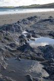 Piscine de roche sur une plage cornouaillaise Photographie stock