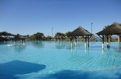 Piscine de station de vacances d'hôtel de plage Photo stock