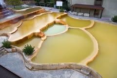 Piscine de station thermale de boue à l'hôtel de ressource de luxe images stock