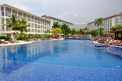 Piscine de station de vacances de Royalton Jamaïque photos stock