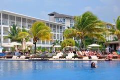 Piscine de station de vacances de Royalton Jamaïque images libres de droits