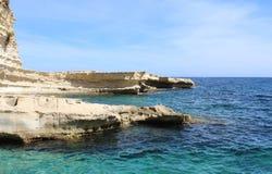 Piscine du ` s de St Peter, roches, Marsaxlokk, Malte Images stock