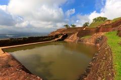 Piscine du swimmig du roi dans le palais de Sigiriya photos libres de droits