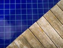 Piscine en bois de plate-forme Images stock