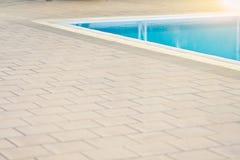Piscine et bord de piscine pour le sport Photos stock