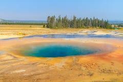 Piscine géothermique colorée chaude, parc national de Yellowstone Photographie stock