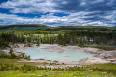 Piscine géothermique, volcan de boue, parc national de Yellowstone Image stock