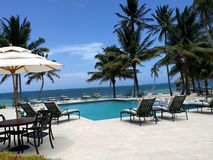 Piscine presse de la plage à Belize photo stock