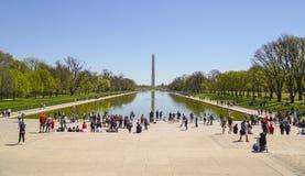 Piscine se reflétante célèbre chez Lincoln Memorial à Washington - WASHINGTON DC - COLOMBIE - 7 avril 2017 photo libre de droits