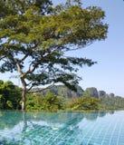 Piscine se reflétante, Phi Phi Island, mer d'Andaman Images libres de droits