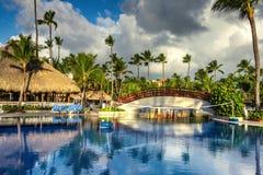 Piscine tropicale dans le lieu de villégiature luxueux, Punta Cana Photos libres de droits