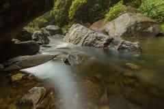 Piscines au-dessous des cascades Sri Lanka de Bromburu Image libre de droits