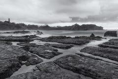 Piscines de marée de Playa Pelada au crépuscule photo stock