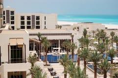 Piscines et plage à l'hôtel de luxe Image libre de droits
