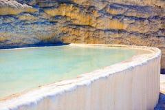 Piscines et terrasses de travertin dans Pamukkale Images libres de droits